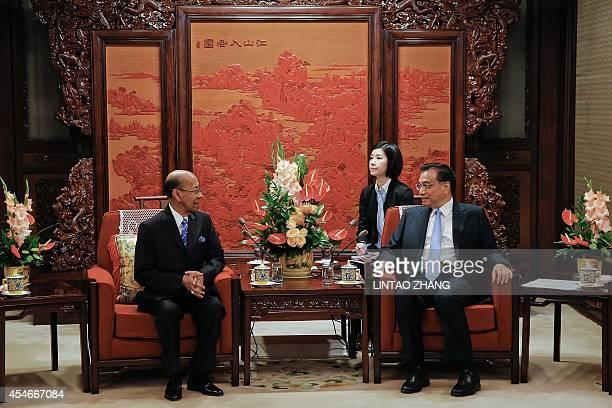 Chinese Premier Li Keqiang speaks with Malaysia's King Abdul Halim Mu'adzam Shah during their meeting at Zhongnanhai in Beijing on September 5, 2014....