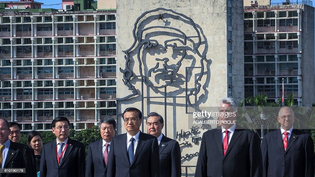 Chinese Premier Li Keqiang (2nd-L), standing next to first Cuban Vice President Miguel Diaz Canel (2nd-R), attends a wreath-laying ceremony at the Jose Marti monument in Revolution Square of Havana, on September 24, 2016. / AFP / ADALBERTO
