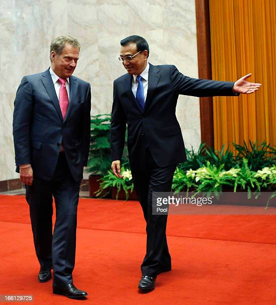Chinese Premier Li Keqiang welcomes Finland's President Sauli Niinisto during an official welcoming ceremony at the Great Hall of the People on April...