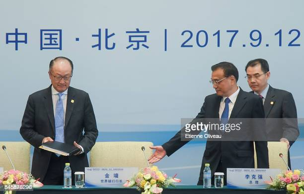 Chinese Premier Li Keqiang welcomes President Jim Yong Kim of the World Bank at the start of The 16 Round Table Press Conference at Diaoyutai State...