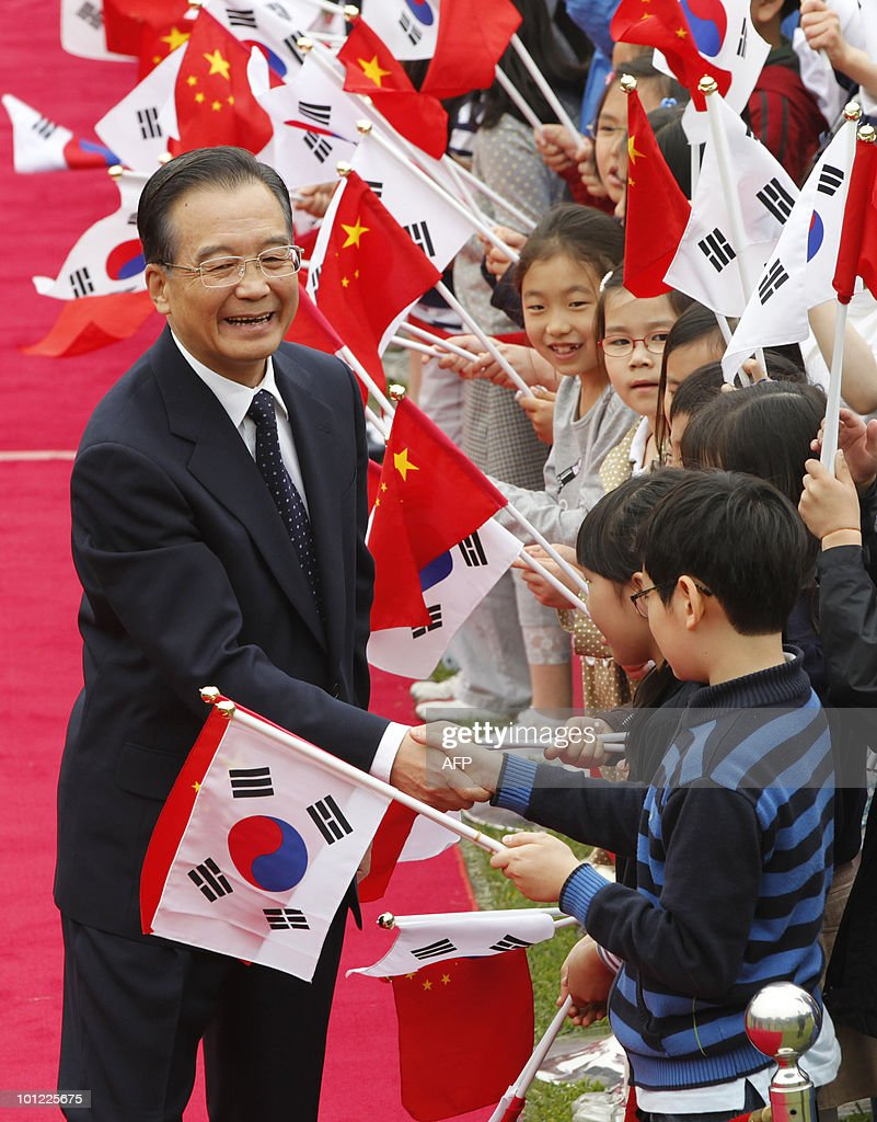 Chinese Premier Wen Jiabao is greeted by South Korean children during a welcoming ceremony at the presidential Blue House in Seoul on May 28, 2010. Wen Jiabao came under pressure to join other nations in censuring North Korea for sinking a South Korean warship as Japan slapped new sanctions on Pyongyang.