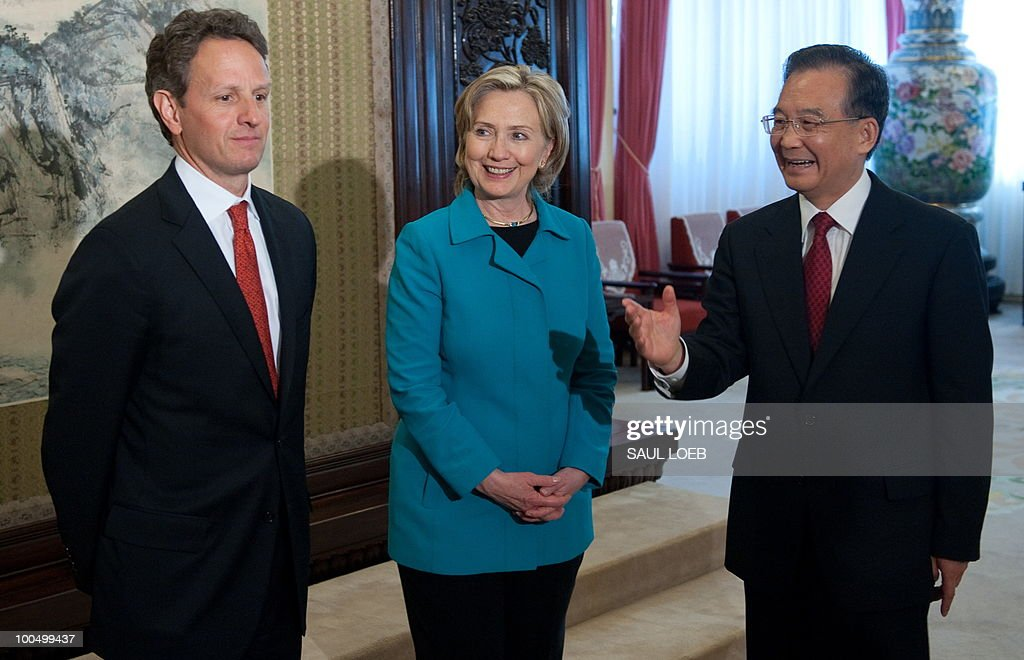 Chinese Premier Wen Jibao (R) greets US Secretary of Treasury Timothy Geithner (L) and US Secretary of State Hillary Clinton (C) prior to meetings at Zhongnanahai Leadership Compound in Beijing, May 25, 2010. Clinton said two days of high-level Sino-US talks had been 'very productive' but admitted differences remained, especially on economic and trade issues. AFP PHOTO / POOL / Saul LOEB