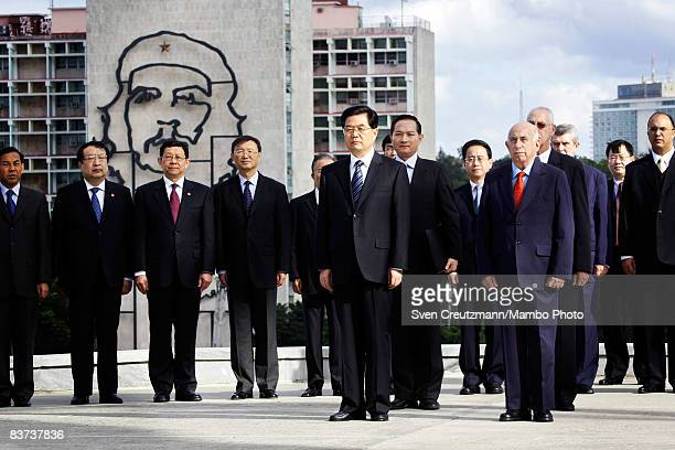 Chinese President Hu Jintao and Cuba´s Vice President Jose Ramon Machado Ventura and Chinese officials watch a wreath laying ceremony at the Jose...
