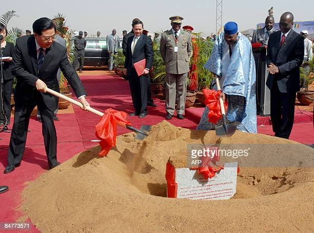 Chinese President Hu Jintao and his Malian counterpart Amadou Toumani symbolically put the first stone of a bridge in Bamako on February 13 2009...