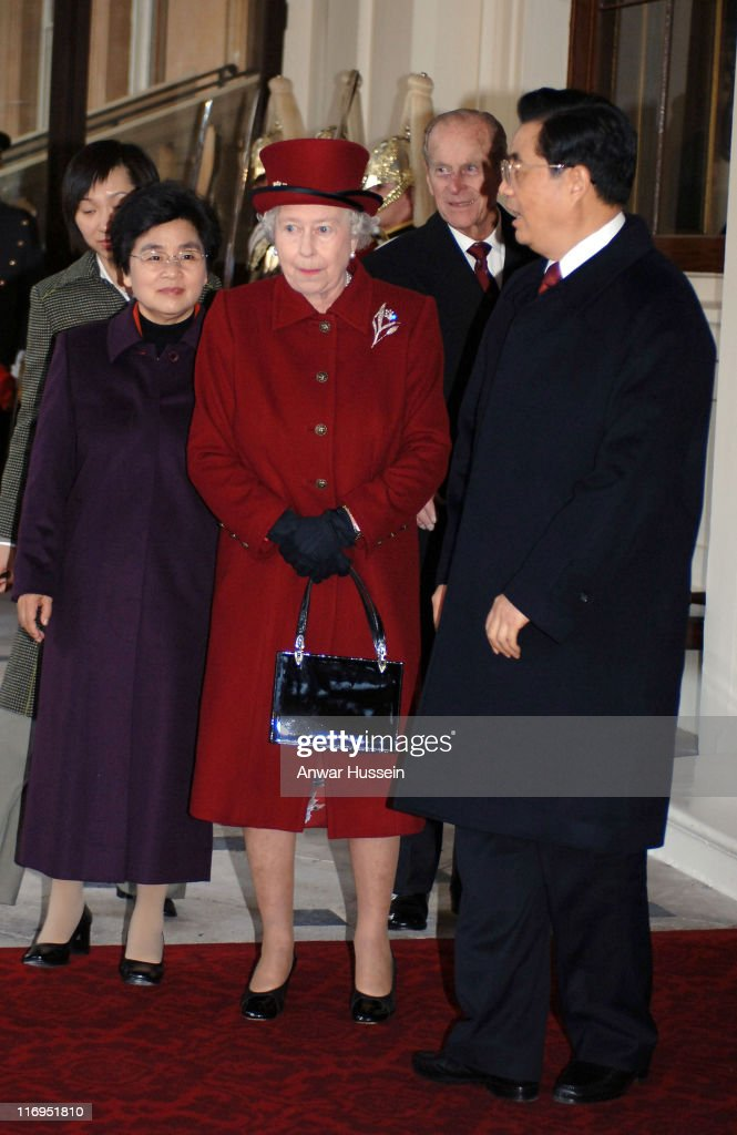 Chinese President Hu Jintao Greeted by HM The Queen Elizabeth II on State Visit to Great Britain - November 8, 2005