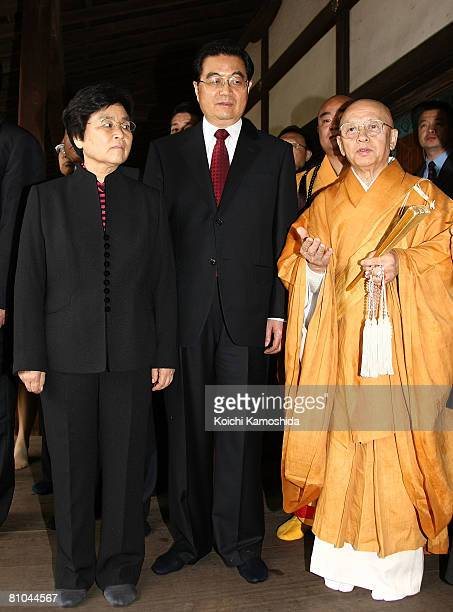 Chinese President Hu Jintao and his wife Liu Yongqing are escorted by Toshodaiji Temple's chief priest Shunkai Matsuura at Mikage Do Hall in...