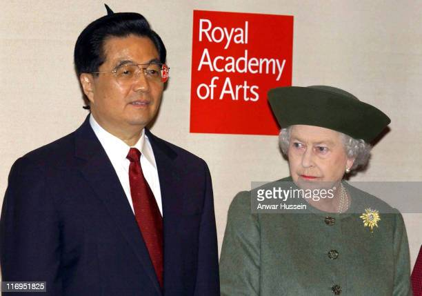 Chinese President Hu Jintao and Queen Elizabeth ll