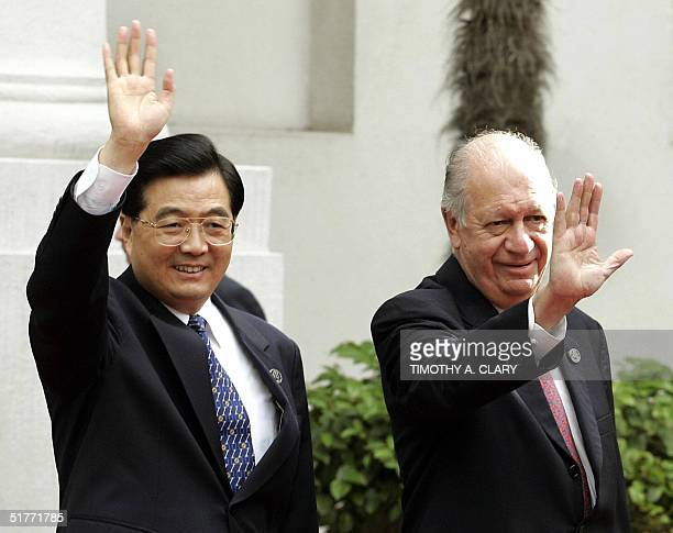 Chinese President Hu Jintao is greeted by Chilean President Ricardo Lagos as he arrives at the La Moneda Presidential Palace in Santiago Chile 21...