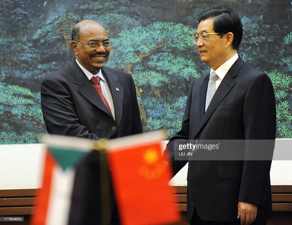 Chinese President Hu Jintao (R) shakes h : News Photo
