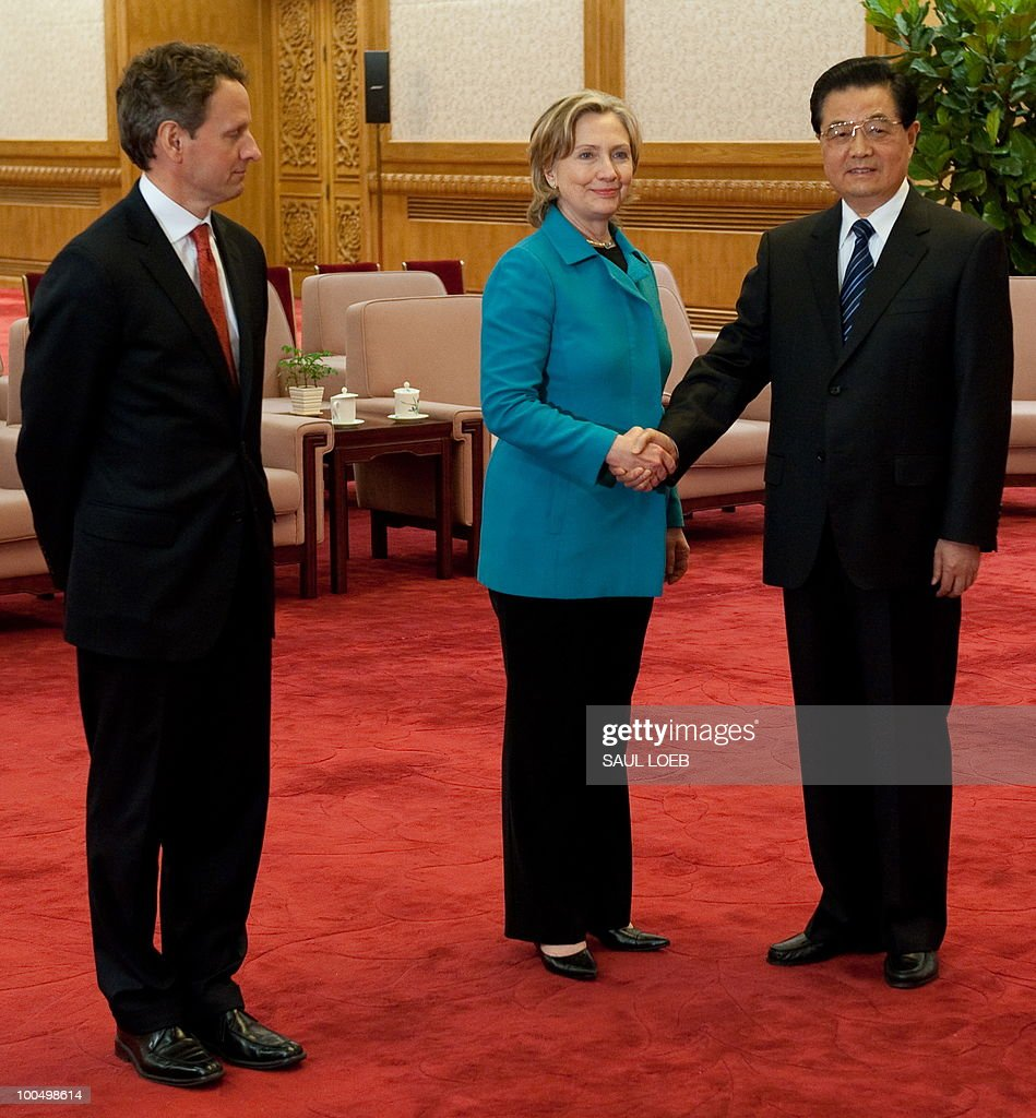 Chinese President Hu Jintao shakes hands with US Secretary of State Hillary Clinton alongside US Treasury Secretary Timothy Geithner (L) prior to meetings at the Great Hall of the People in Beijing on May 25, 2010. Clinton said two days of high-level Sino-US talks had been 'very productive' but admitted differences remained, especially on economic and trade issues. AFP PHOTO / POOL / Saul LOEB