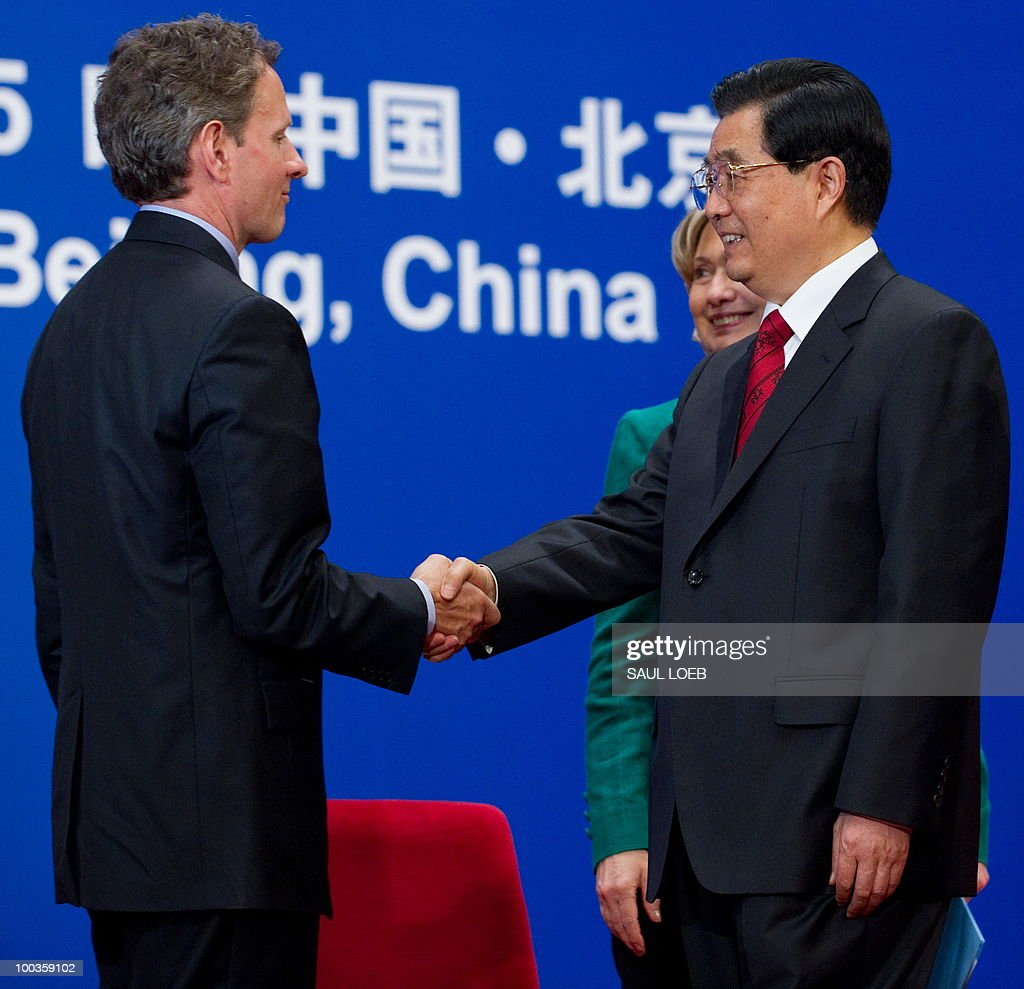 Chinese President Hu Jintao (R) shakes hands with US Treasury Secretary Timothy Geithner (L) alongside US Secretary of State Hillary Clinton (C) during the opening session of the second round of the US-China Strategic & Economic Dialogue at the Great Hall of the People in Beijing on May 24, 2010. The US and China opened two days of high-level talks due to cover a wide range of issues including tensions over the sinking of a South Korean warship, blamed on Pyongyang. AFP PHOTO / POOL / Saul LOEB