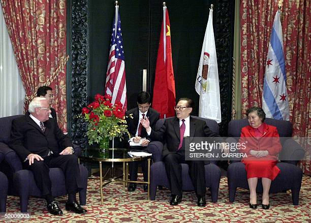 Chinese President Jiang Zemin talks with Illinois Governor George Ryan prior to a dinner at the RitzCarlton Hotel in Chicago IL as an unnamed...