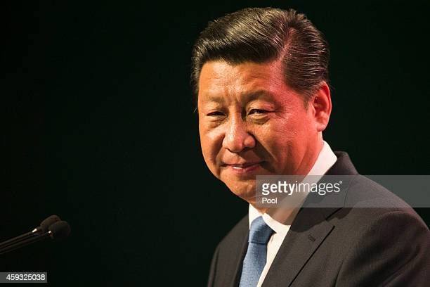 Chinese President Xi Jinping addresses the audience at a luncheon at SkyCity Grand Hotel on November 21 2014 in Auckland New Zealand President Xi...