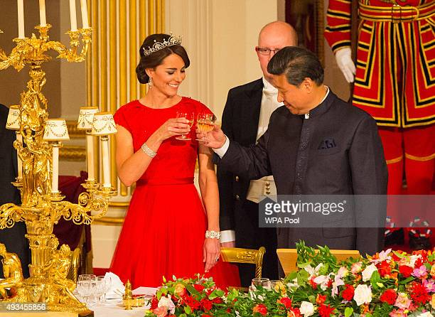 Chinese President Xi Jinping and Catherine Duchess of Cambridge attend a state banquet at Buckingham Palace on October 20 2015 in London England The...