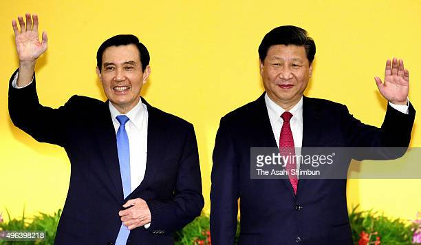 Chinese President Xi Jinping and Taiwanese President Ma YingJeou pose for photographs prior to their meeting at a hotel on November 7 2015 in...