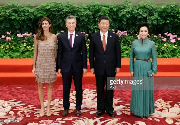 Chinese President Xi Jinping and wife Peng Liyuan welcome Argentine President Mauricio Macri and his wife Juliana Awada at the welcoming banquet for...