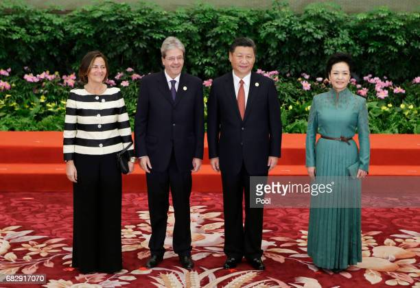 Chinese President Xi Jinping and wife Peng Liyuan welcome Italian Prime Minister Paolo Gentiloni and his wife Emanuela Mauro at the welcoming banquet...
