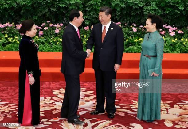 Chinese President Xi Jinping and wife Peng Liyuan welcome Vietnam's President Tran Dai Quang and his wife Nguyen Thi Hien at the welcoming banquet...