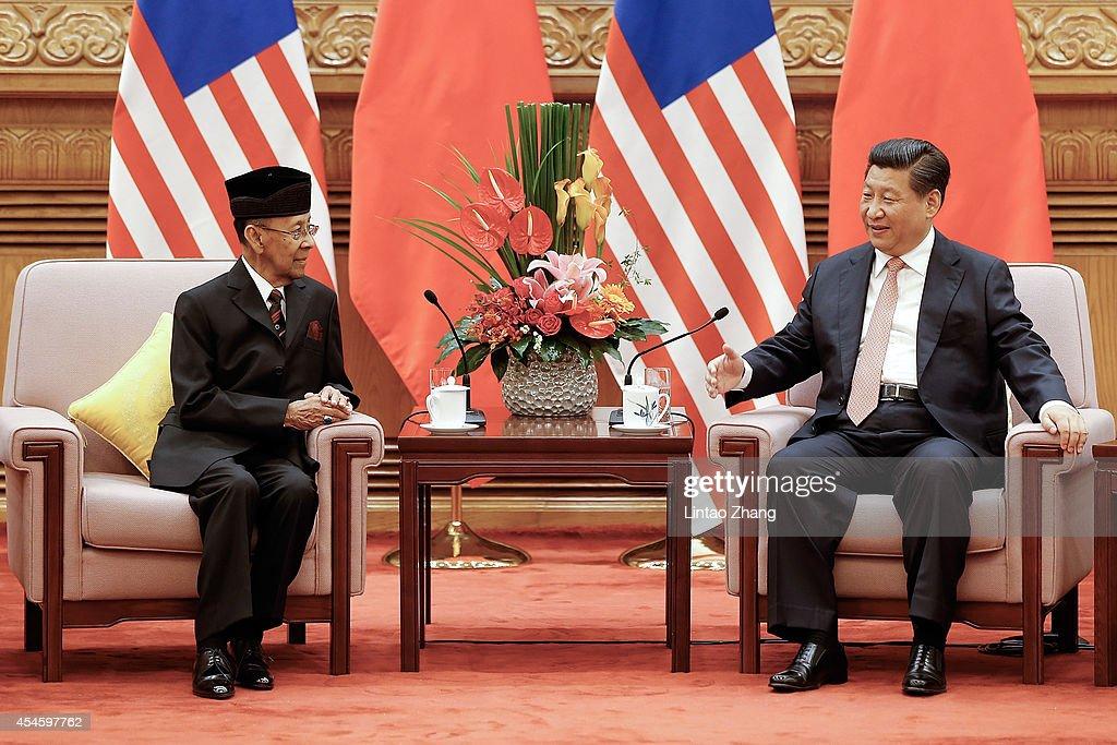 Sultan Tuanku Alhaj Abdul Halim Mu'Adzam Shah of Malaysia Visits China : News Photo