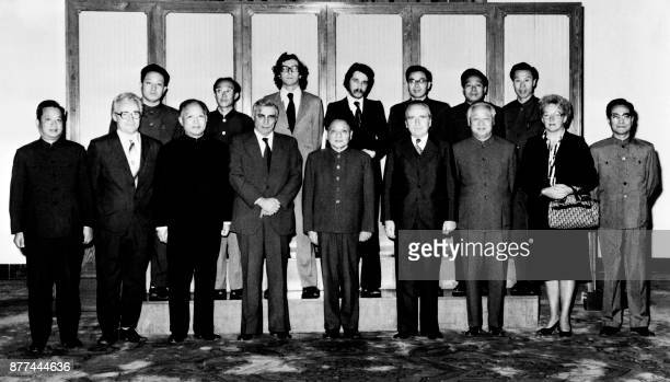Chinese Prime minister Deng Xiaoping poses with the president of AFP Claude Roussel and AFP Hong Kong chief David Davies on November 5 1977 in...