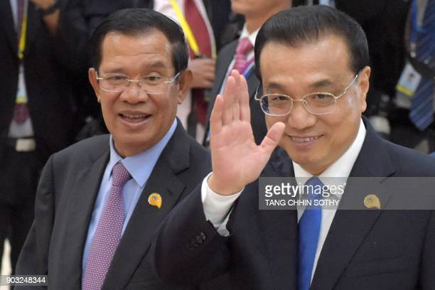 Chinese Prime Minister Li Keqiang gestures as Cambodian Prime Minister Hun Sen looks on during the second MekongLancang Cooperation Leaders' Meeting...