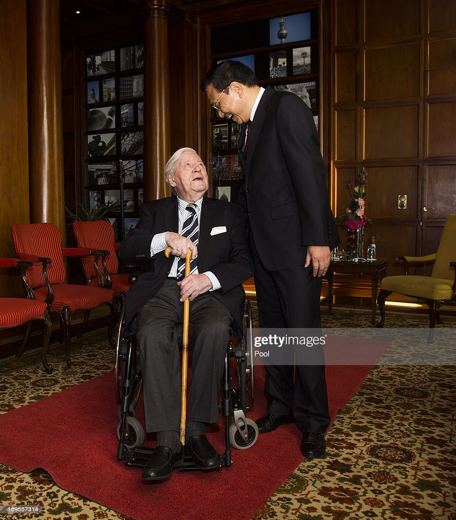 Chinese Prime Minister Li Keqiang (R) meets former German Chancellor Helmut Schmidt in the smoking lounge at InterContinental Berlin Hotel on May 27, 2013 in Berlin Germany. On his first official visit to Germany as Prime Minister, Mr Li is scheduled to meet with German government officials and business representatives.