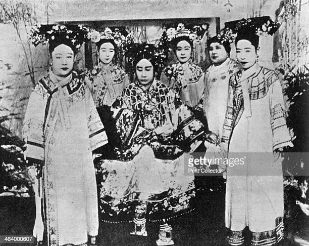 Chinese Qing dynasty Regent the Dowager Empress Cixi with ladies of the court circa 1904 Cixi was regent and de facto ruler of China from 1861 until...