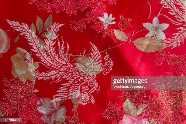 chinese red silk/satin fabric with embroidered floral pattern, yangshuo - argenberg - fotografias e filmes do acervo