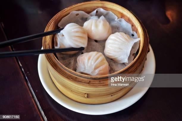 chinese shrimp dumpling dim sum - comfort food stock pictures, royalty-free photos & images
