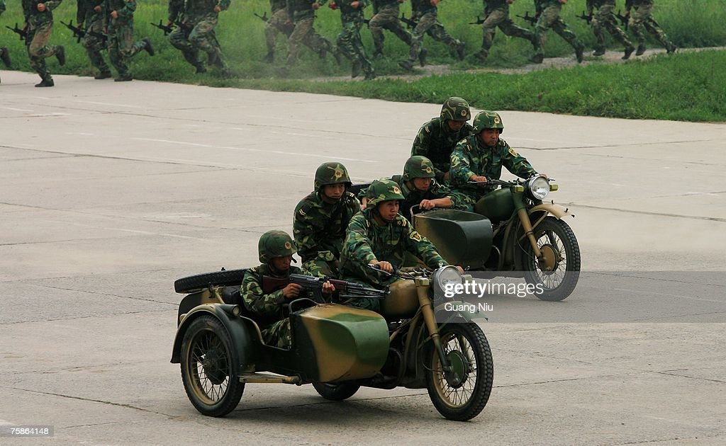 Chinese Soldiers Perform To Mark The 80th Anniversary Of The PLA : Foto jornalística
