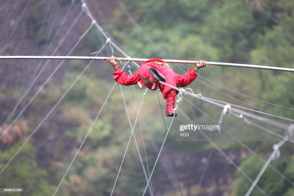 Saimaiti Aishan Finishes Tightrope Walk In Huangshi