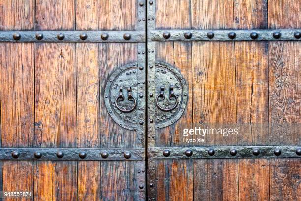 chinese style door - liyao xie stock-fotos und bilder