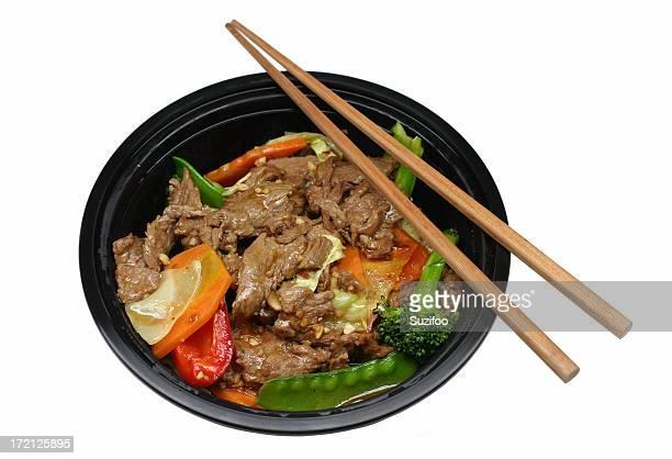 Chinesisches Essen zum Mitnehmen: beef stir-fry