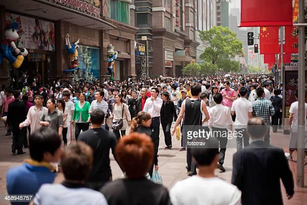 turistas chineses em xangai, china - estereótipo de classe média - fotografias e filmes do acervo