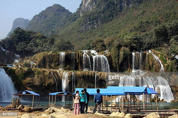 Chinese tourists watch the Ban Gioc water fall in the northern border province of Cao Bang on January 16, 2009. Located at the border with China, Ban...