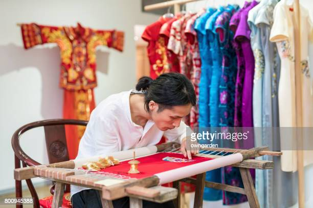 Chinese traditional crafters is making the embroidery