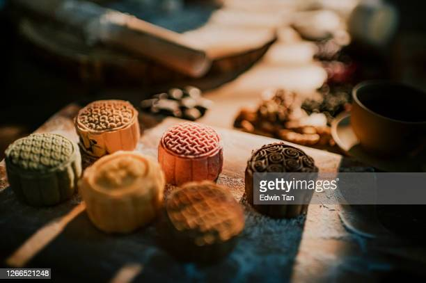 chinese traditional mid-autumn snow skin mooncake - moon cake stock pictures, royalty-free photos & images