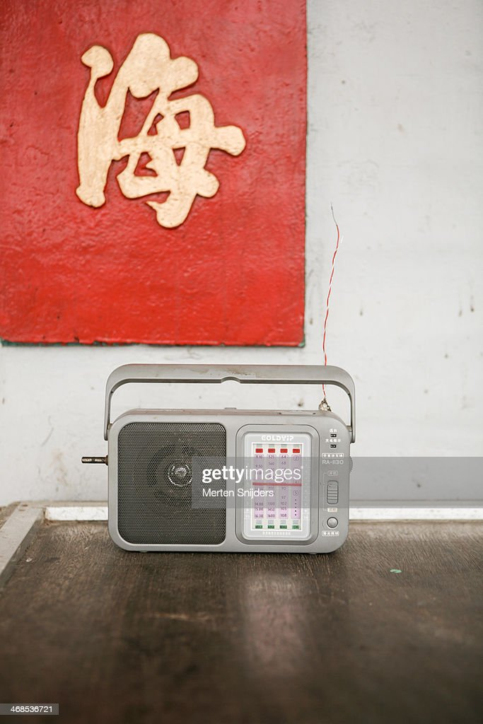 Chinese transistor radio on table : Stockfoto
