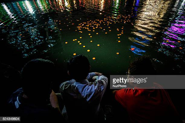 Chinese unmarried men collect mandarin oranges during Chap Goh Mei festival at a lake in Petaling Jaya near Kuala Lumpur Malaysia 5 March 2015 Chap...