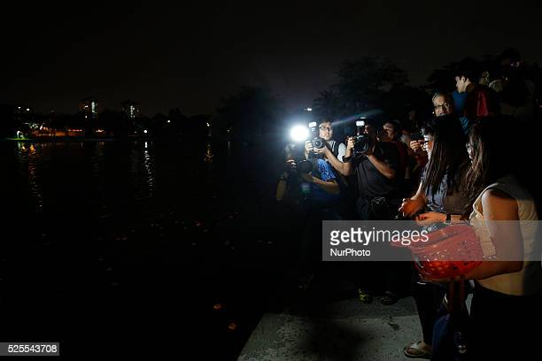 Chinese unmarried women prepare to throw mandarin oranges during Chap Goh Mei festival at a lake in Petaling Jaya near Kuala Lumpur Malaysia 5 March...