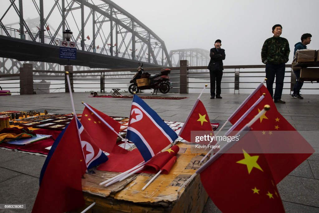 China's Border With North Korea : Fotografía de noticias