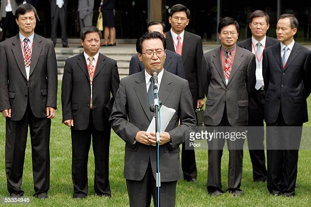 Chinese Vice Foreign Minister Wu Dawei announces a recess of the sixparty talks at the Diaoyutai State Guest House August 7 2005 in Beijing China The...