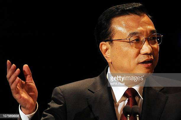 Chinese Vice Premier Li Keqiang delivers a speech during the China-Britain British Council Banquet at the Royal Courts of Justice on January 11, 2011...