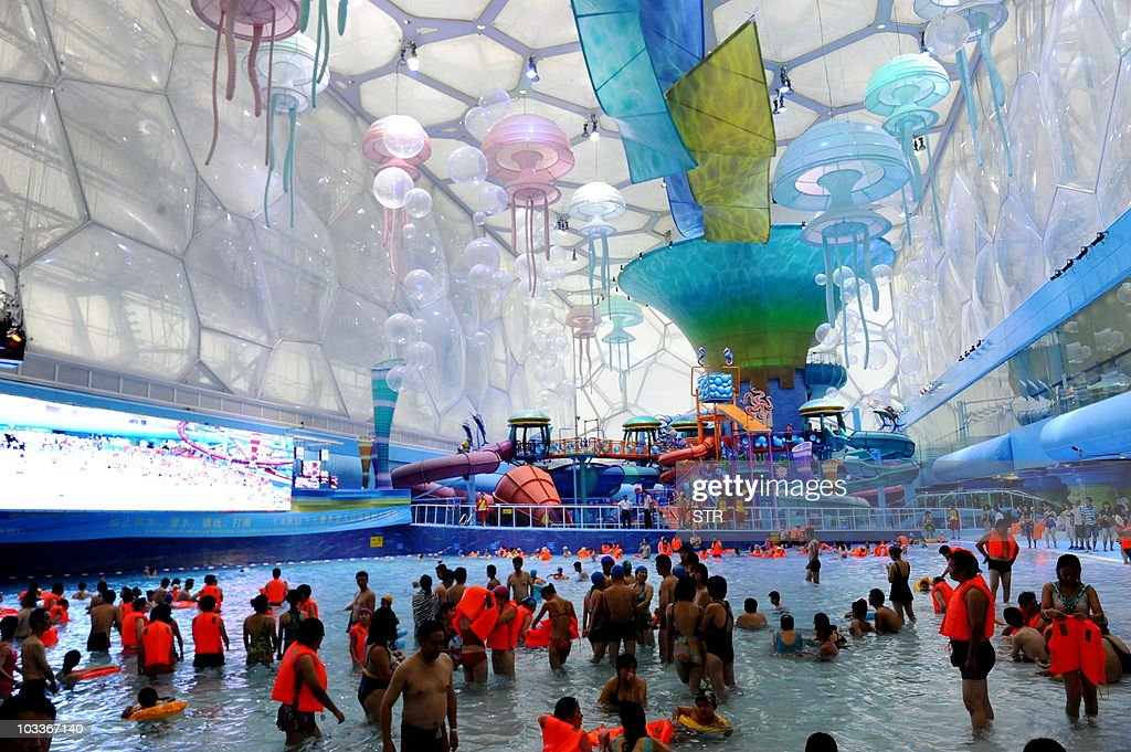 Chinese visitors enjoy swimming in the n : News Photo
