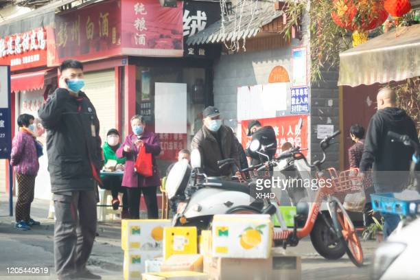 chinese wearing surgical mask on phone - china coronavirus stock pictures, royalty-free photos & images