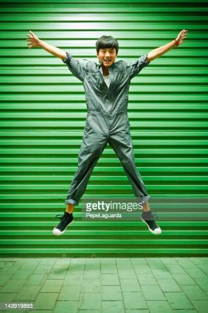 trabajador china salto en zona industrial - 22 jump street fotografías e imágenes de stock