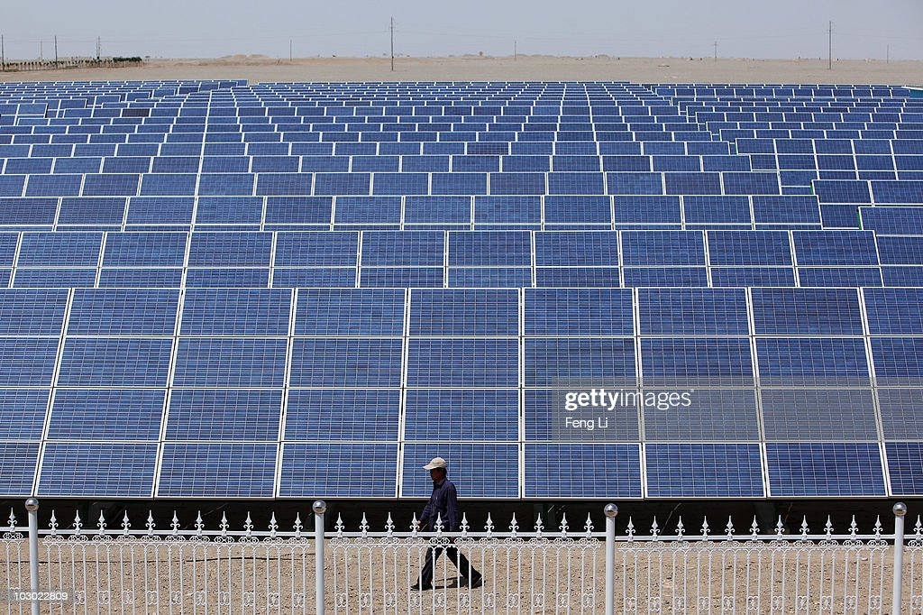 China's Largest Photovoltaic On-grid Power Project Is Under Construction : News Photo