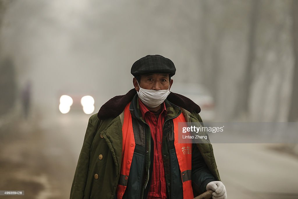 Beijing Blanketed In Heavy Smog : News Photo