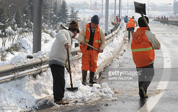 Chinese workers shovel snow from the streets after heavy snowfalls in the eastern Chinese city of Nanjing, 31 January 2008. China has dispatched it's...