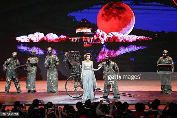 ChineseMalaysian actress Michelle Yeoh attends the premiere of director Yuen Wooping's film 'Crouching Tiger Hidden Dragon The Green Destiny' on...